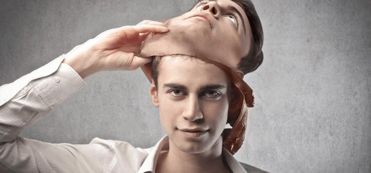 мужчина манипулирует в отношениях